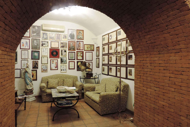 Salotto Enrico Caruso